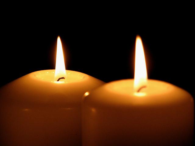 Dve horiace sviečky